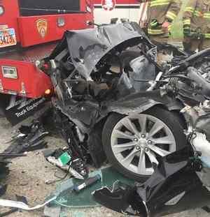 беспилотник Тесла врезался в пожарный автомобиль