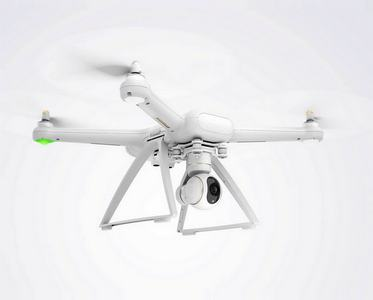 дрон с камерой на пульте управления