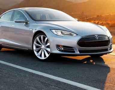 беспилотным автомобилям тесла требуется водитель