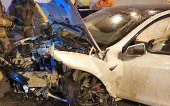 Электромобиль Тесла спас водителя от смерти